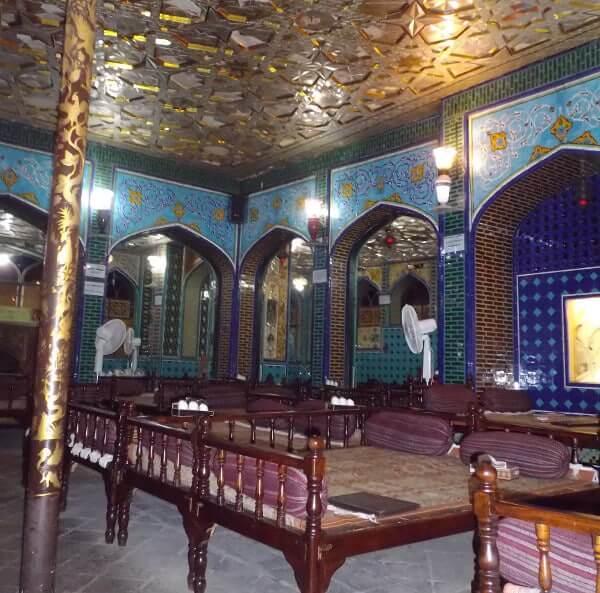 Restaurant traditionnel à l'étage de la place de l'Imam