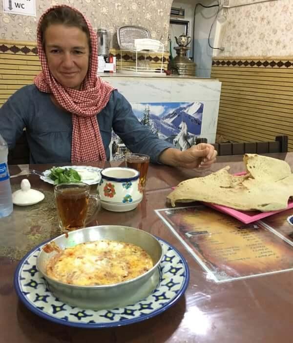 Repas matinal à Yazd